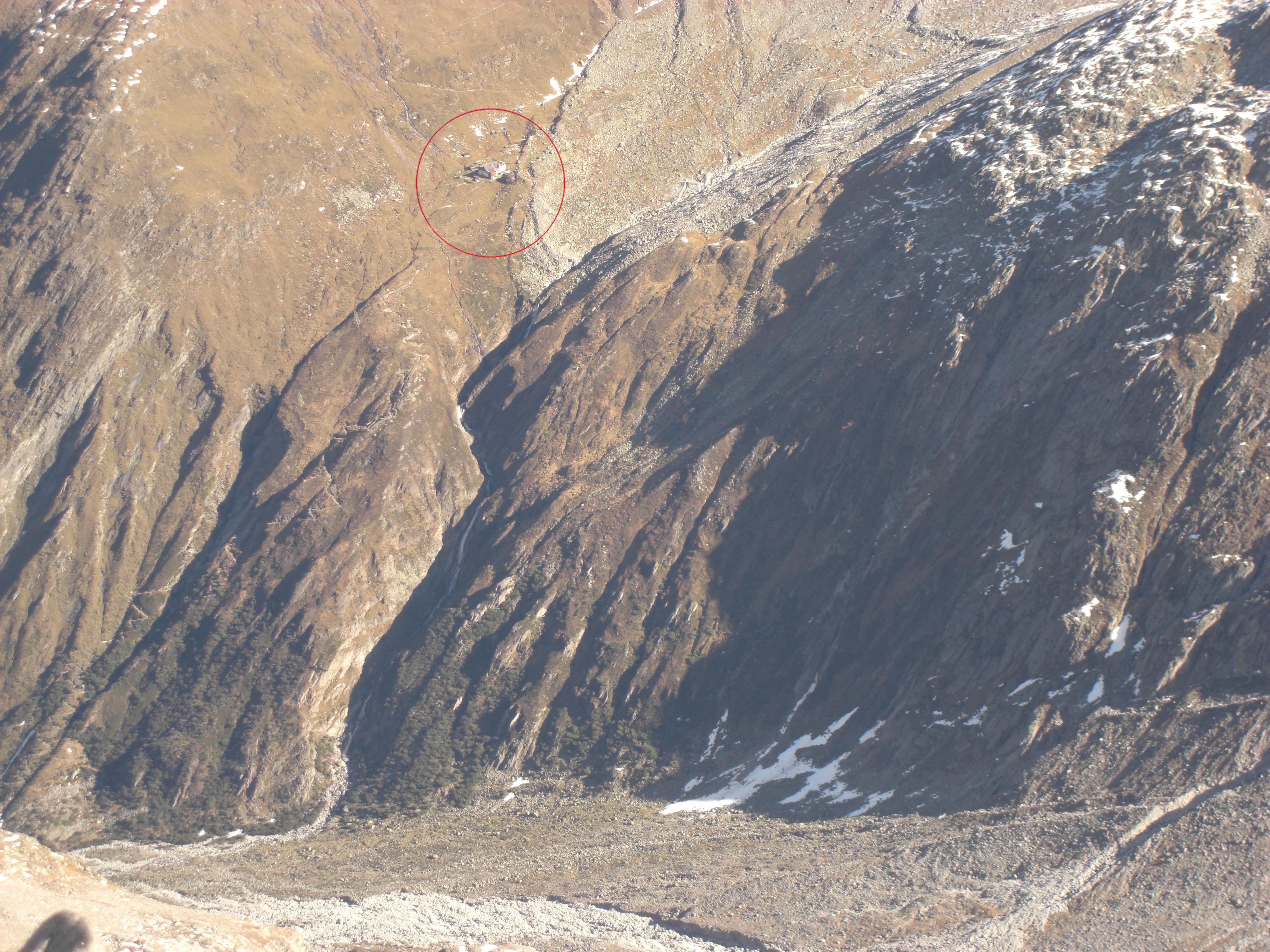 Furtschaglhaus oberhalb des Schlegeisspeichers (roter Kreis)